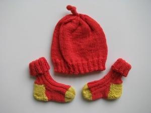 ♥ Mit Liebe gestrickte Neugeborenenmütze mit passenden Söckchen ♥ UNIKAT - Gr. 56 (Kopie id: 100261231) - Handarbeit kaufen