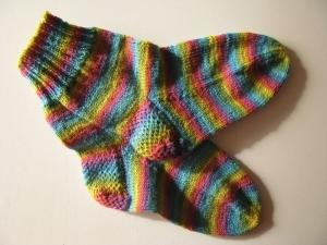 Gestrickte Socken Regenbogen Gr. 41/42 - Handarbeit kaufen