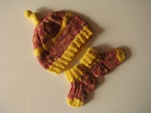 ♥ Mit Liebe gestrickte Neugeborenenmütze mit passenden Söckchen ♥ UNIKAT - Gr. 56