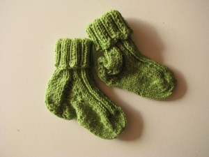Babysocken aus Sockenwolle, gestrickt - UNIKAT - Handarbeit kaufen