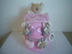 Windeltorte Koala Kinderwagenkette Mädchen rosa lila Rasselsöckchen - Handarbeit kaufen