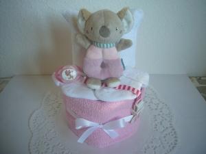 Windeltorte Mädchen Geburt Geschenk Taufe Greifling flieder rosa Babyparty Pinkelparty Babyshower Pullerparty - Handarbeit kaufen