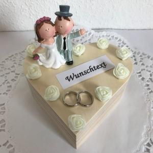 Geldgeschenk Trauung Hochzeit Standesamt Kirche Holz-Box Herz Brautpaar Rosen Ringe personalisiert Namen Flitterwochen kaufen - Handarbeit kaufen