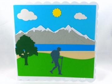 Wanderkarte, Bergsteigerkarte, Geburtstagskarte Wandern für Wandere mit Berge und Wiese,  ca. 15 x 15 cm