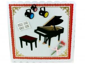 Geburtstagskarte Konzert mit Klavier, Klavierstuhl, Blumen, Lampen und Noteblätter, die Karte ist ca. 13,5 x 13,5 cm - Handarbeit kaufen