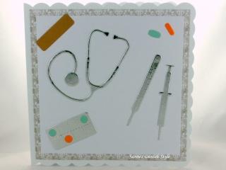 Glückwunschkarte, Geburtstagskarte, Krankenschwester, Arzt, Mediziner, mit Stethoskope, Kanüle, Termometer, Tabletten und Pflaster , ca. 15 x 15 cm