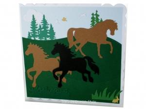 Pferdekarte, Pferde und Fohlen auf eine große Wiese zu sehen. Bäume, Vögel und eine Hase, Geburtstagskarte, Grußkarte, ca. 15 x 15 cm - Handarbeit kaufen