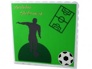 Herzlichen Glückwunschkarte Fußball, Sport mit Fußballer, Ball, Grün und Grau, ca. 15 x 15 cm - Handarbeit kaufen