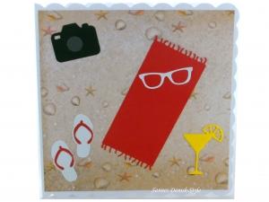 Geburtstagskarte Urlaub mit Handtuch, Strand, Strandschuhe und Kamera, die Karte ist ca. 15 x 15 cm - Handarbeit kaufen