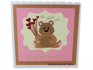 Grußkarte süße Bär, Du fehlst mir, Du bist Spitzenklasse, mit Herzen, Geburtstagskarte, Freundschaftskarte, Bär Geburtstagskarte, Geburtstagsgrüße, die Karte ist ca. 15 x 15 cm - Handarbeit kaufen