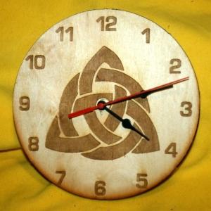 Zifferblattmit Celtic-Motiv Nr3 aus Holz mit Laser - Brandmalerei Durchmesser 195mm - Handarbeit kaufen