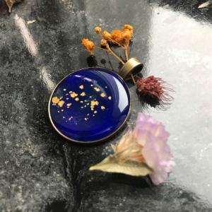 Kettenanhänger Mond & Sterne Goldstaub Gold Blau Sternentaler Lapislazuli elegant klassisch Modeschmuck - Handarbeit kaufen