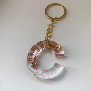Schlüsselanhänger aus Resin zum Muttertag, für den Lieblingsmenschen, als Geschenk (Buchstaben C, E, G, K, L, M, S, N und G) - Handarbeit kaufen