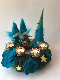 Adventskranz mit 4 Teelichthalter,Elfe und Tannen,Weihnachten,Advent,Gefilzt,Waldorfart,Filzart,Jahreszeitentisch