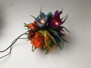 Hand gefilztes Elfenlicht,Lichterkette,Gefilzt,Filz Blumen,Filzart ,Regenbogen