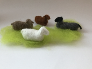 Liegendes Schaf für den Jahreszeitentisch,Weihnachten, Bauernhof,Krippe,Weihnachten,Waldorf-art,Schafen,Schäfchen,Krippe