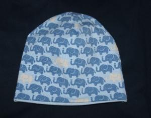 Kindermütze zum wenden,in hellblau mit Elefanten, andere Seite Uni hellblau