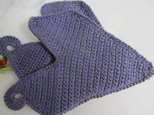 Topflappen ♥ in Herzform handgehäkelt aus Baumwolle in Lila Grau meliert kaufen