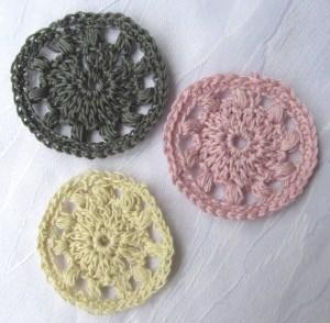 Applikation handgehäkelt aus Baumwolle in Rosa Dunkelblau und Creme oder in Ihrer Wunschfarbe bestellen