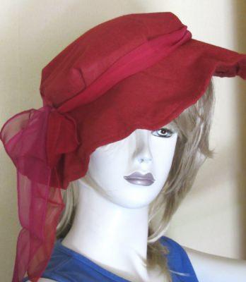 Hut entworfen und handgemacht aus Filzstoff in rot kaufen