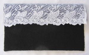 Clutch entworfen und handgefertigt aus Walk- und Spitzenstoff in schwarz weiß kaufen