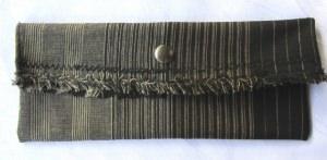 Clutch klein und schmal aus gestreiftem Stoff entworfen und handgemacht kaufen