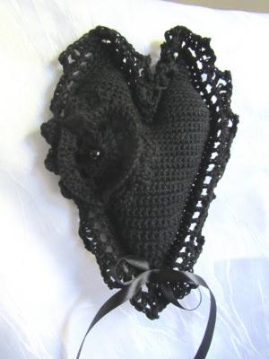 Handgehäkeltes Herz ♥ in Schwarz aus Baumwolle Abschied Trauer kaufen - Handarbeit kaufen