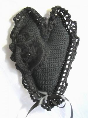 Herz ♥ handgehäkelt aus Baumwolle in Schwarz kaufen