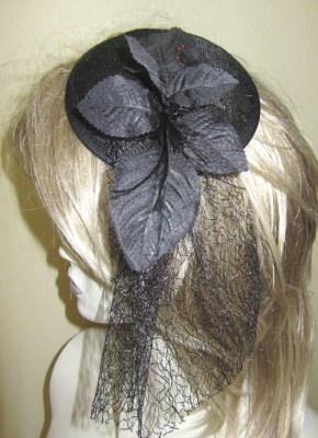 Handgefertigter Kopfschmuck Haarschmuck gefertigt aus verschiedenen Materialien in Schwarz kaufen - Handarbeit kaufen