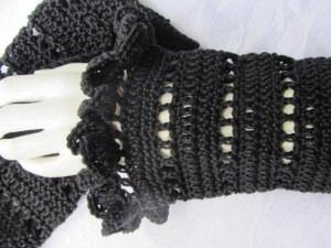 Armstulpen handgehäkelt aus Baumwolle in Schwarz kaufen