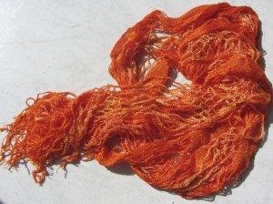 Vintage Schal grobmaschig gehäkelt in orange kaufen