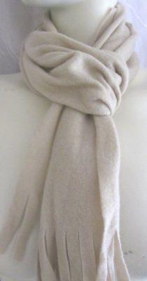 Schal handgemacht aus Fleecestoff in Beige kaufen