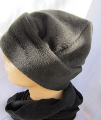 Mütze handgemacht aus Fleecestoff in Schwarz kaufen