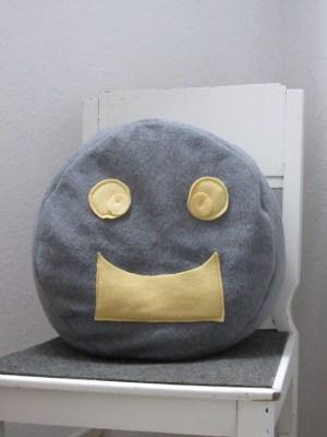 Kissen handgemacht aus Fleecestoff in Grau und Gelb als Dekoration oder als Geschenk kaufen