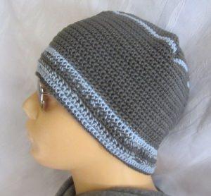 Mütze handgehäkelt aus Baumwolle in Grau und Blau sportlich und elegant kaufen