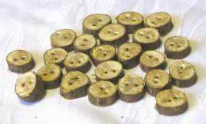 Knopf  handgemacht aus Zypressenholz in rustikaler Optik unbehandelt kaufen