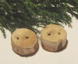 Knöpfe handgemacht aus Zypressenholz in rustikaler Optik unbehandelt kaufen