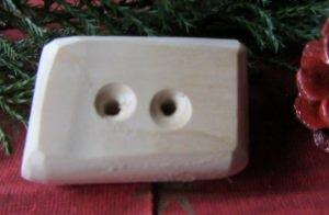 Knopf aus Fichtenholz handgemacht mit einer interessanten Form unbehandelt kaufen