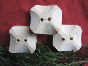 Knöpfe aus Fichtenholz handgemacht in quadratischer Form unbehandelt kaufen