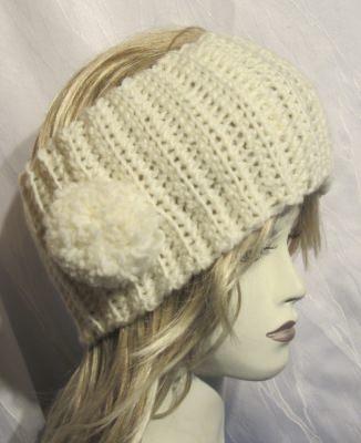 Breites handgehäkeltes Stirnband ♥ Damen gehäkelt aus Wolle in Creme mit einem Bommel an der Seite kaufen - Handarbeit kaufen