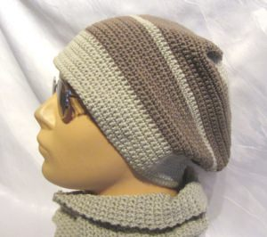 Mütze handgehäkelt aus Baumwolle in der Farbe Leinen und Taupe kaufen