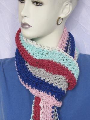 Schal handgehäkelt aus Baumwolle in kräftigen sowie in Pastellfarben kaufen