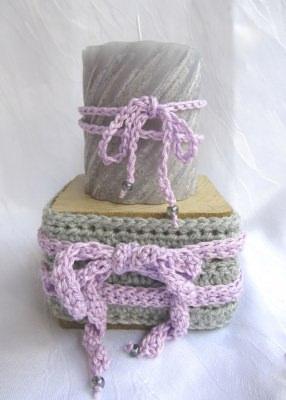 Kerzenhalter ☆ handgemacht aus Holz und einer Manschette aus Baumwolle in grau kaufen