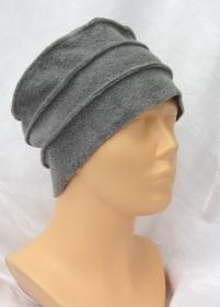 Mütze zugeschnitten und genäht aus Fleecestoff in Grau kaufen - Handarbeit kaufen