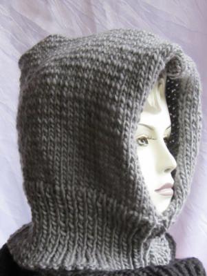 Kapuzenschal handgestrickt aus Wolle in Grau für Herbst und Winter kaufen