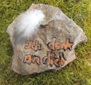 Stein mit einmaliger Maserung als Grabschmuck handbeschriftet kaufen