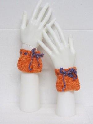 Pulswärmer ♡ handgehäkelt aus handgefärbter Wolle in Orange kaufen