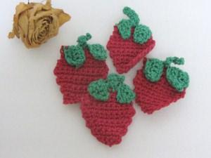 Applikation Erdbeere handgehäkelt aus Baumwolle bestellen
