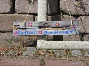 Schild aus Holz für Ihre Grillparty handbemalt und mit der Aufschrift Endlich Sommer kaufen