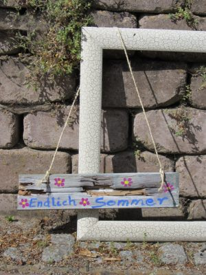 Schild aus Holz mit der Aufschrift Endlich Sommer kaufen